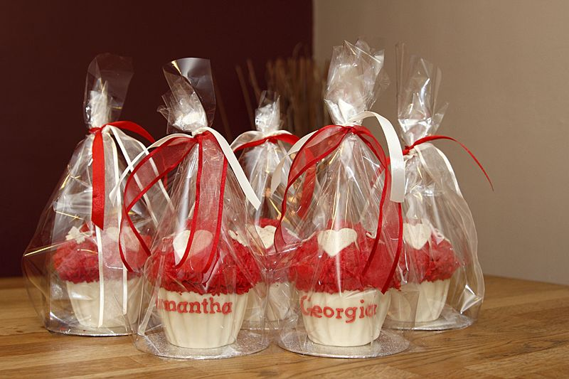 Mini Giant Cupcakes With Fondant Hearts Butterflies Ideal For