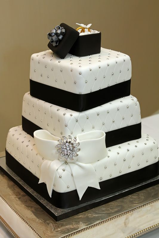 Black Amp White Wedding Cake With Fondant Bow Ring Box Amp Edible Silver Balls Dragees